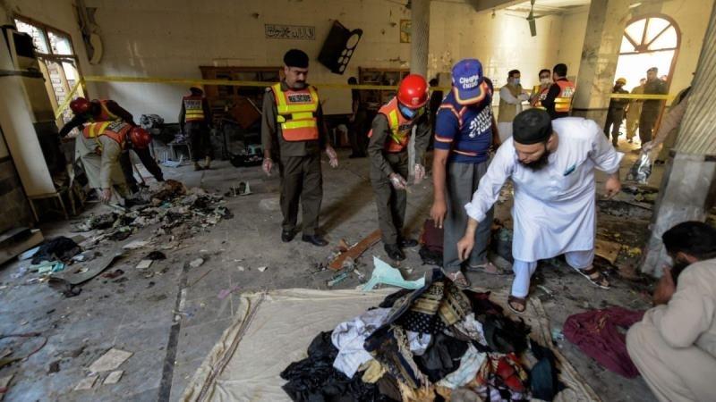 Най-малко седем души са загинали, а над 50 са ранени