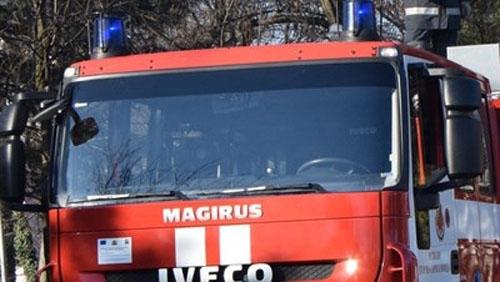 Пожарникари от Полски Тръмбеш спасиха от изпепеляване камион и селскостопанска