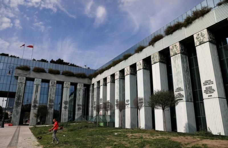 Сградата на полския Върховен съд беше евакуирана тази сутрин заради