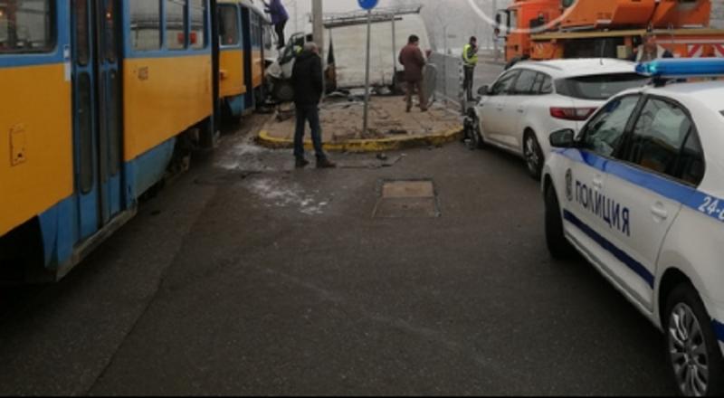 Пътнотранспортно произшествие е станало тази сутрин между бус и трамвай