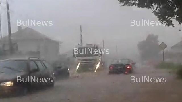 Потоп! Затвориха част от Е-79 заради пороя