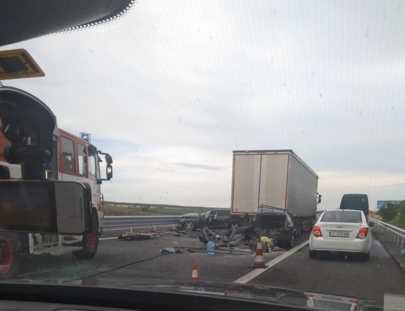"""Тежка катастрофа е станала на магистрала """"Тракия"""" при Чирпан, съобщиха"""