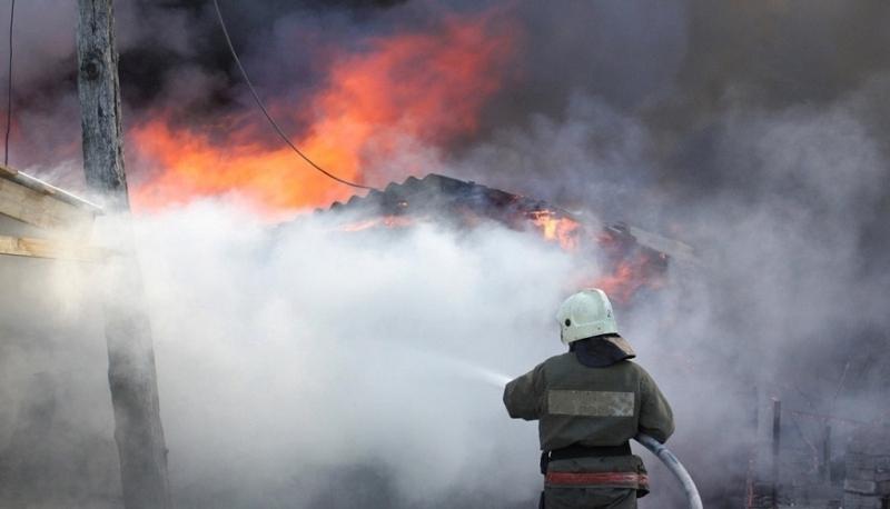 Голям пожар изпепели дървена барака в монтанско село