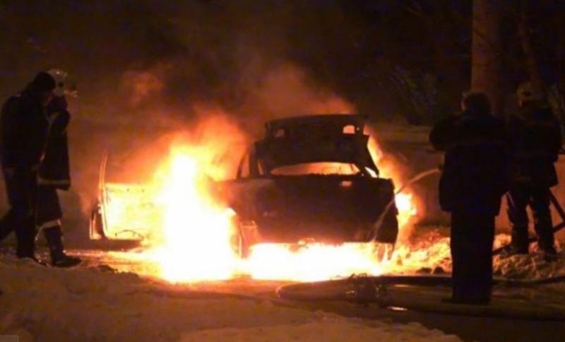 Кола горя на паркинг в Козлодуй, съобщиха от МВР във