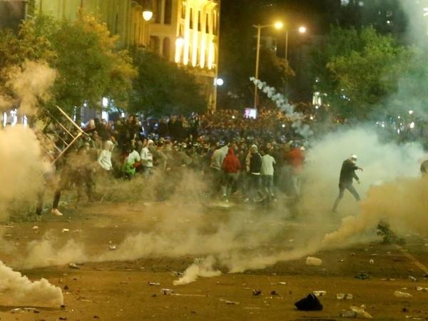 Ливанските сили на реда разпръснаха снощи със сълзотворен газ десеткибуйни