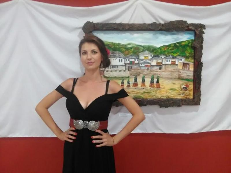 """Първата си самостоятелна изложба, наречена """"Наследство"""", представи младата художничка Надежда"""