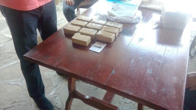Снимка: Иззеха 1 кг кокаин и малко под 5 кг хероин от дома на 63-годишен мъж