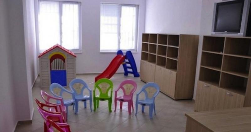 Децата в предучилищна група в детската градина да държат тест