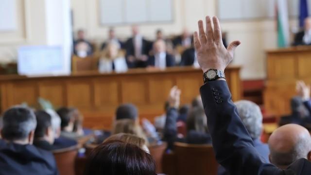 Нa първо четене: Депутатите приеха Закона за извънредното положение
