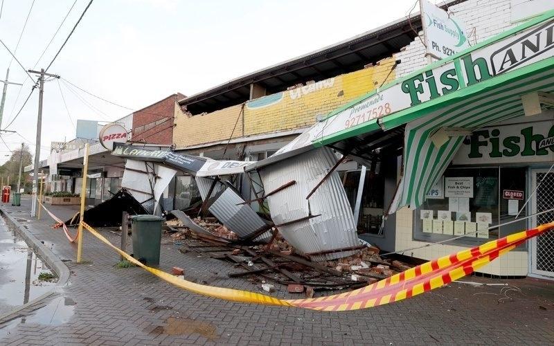 Западното крайбрежие на Австралия беше засегнато от най-силната буря от