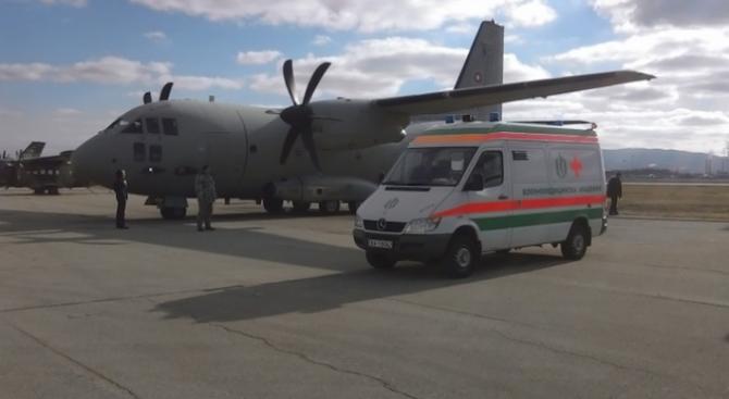 """Самолет """"Спартан"""" на ВВС транспортира медицински екип за донорска ситуация,"""