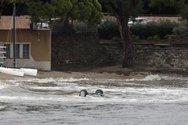 Най-малко петима души загинаха при наводнения в департамента Од, Южна