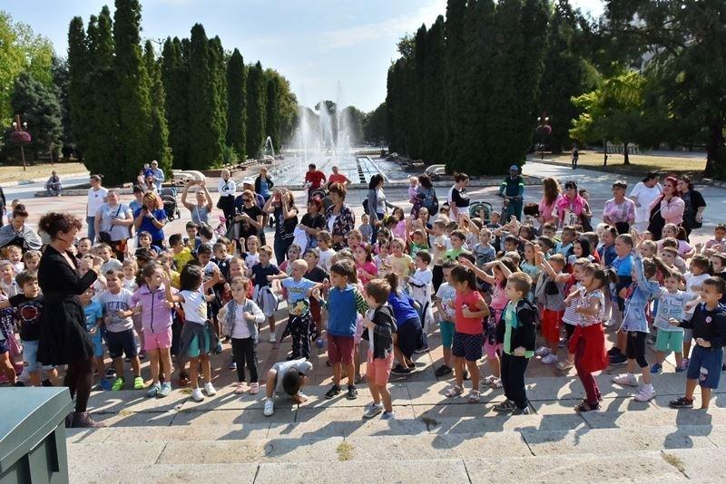 """Близо 200 деца от детски градини """"Щастливо детство"""", """"Незабравка"""", """"Изгрев"""""""