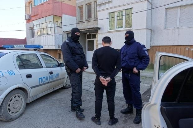 Служители на реда са претърсили жилище във Видин за наркотици,