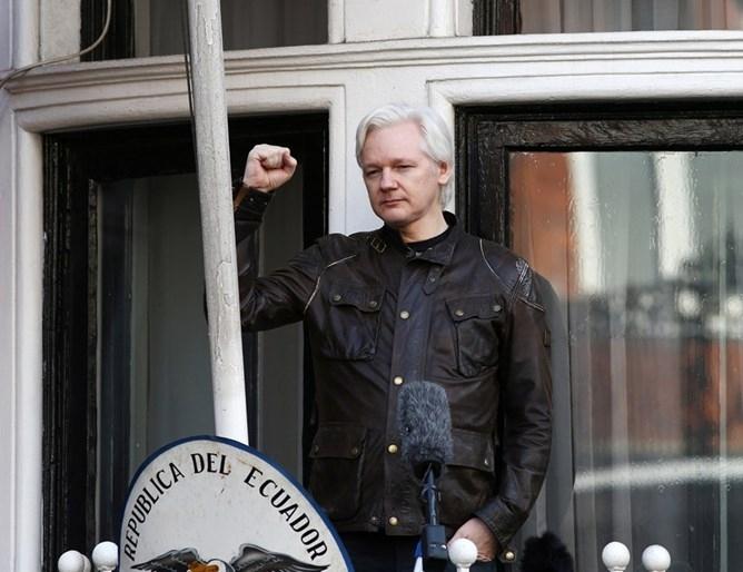 """В Съединените щати е повдигнато обвинение срещу основателя на """"Уикилийкс"""""""