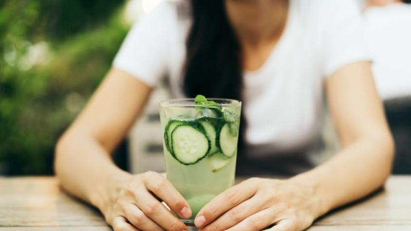 пиенето на вода с краставица носи невероятни ползи на организма,