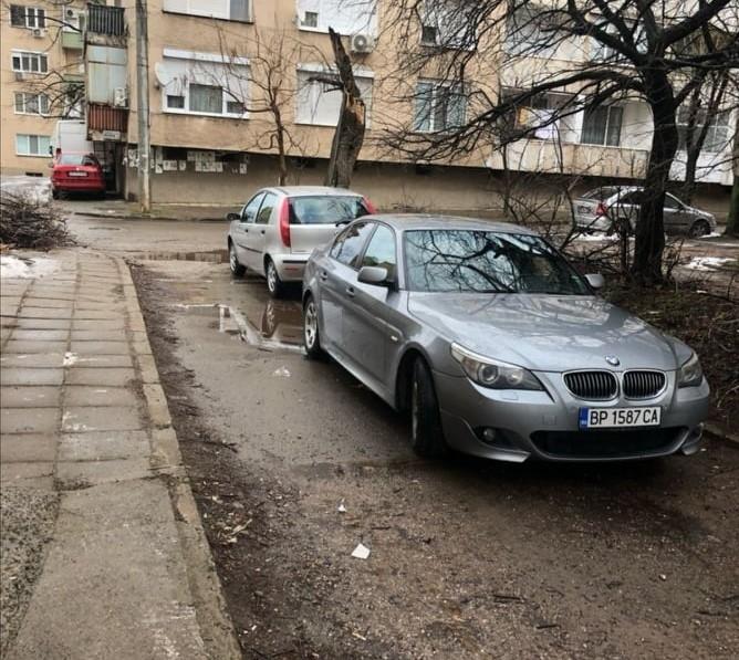 Притежанието на лъскаво возило във Враца явно върви в комплект