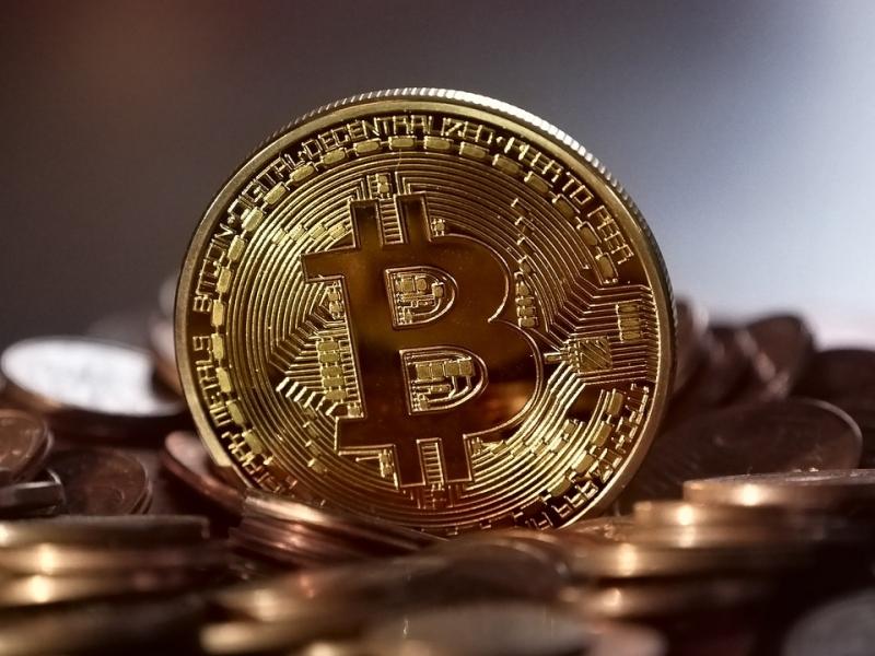 Стойността на биткойна (Bitcoin) поевтиня до 4,5 хил. долара за