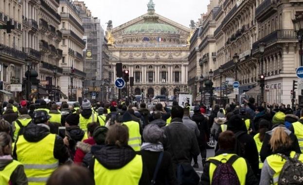 Френският президент Еманюел Макрон прекрати ски ваканцията си в Пиринеите