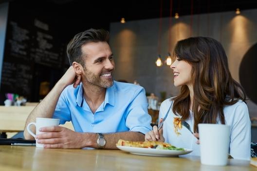 Женско помагало: За какво да се внимава при онлайн срещите?