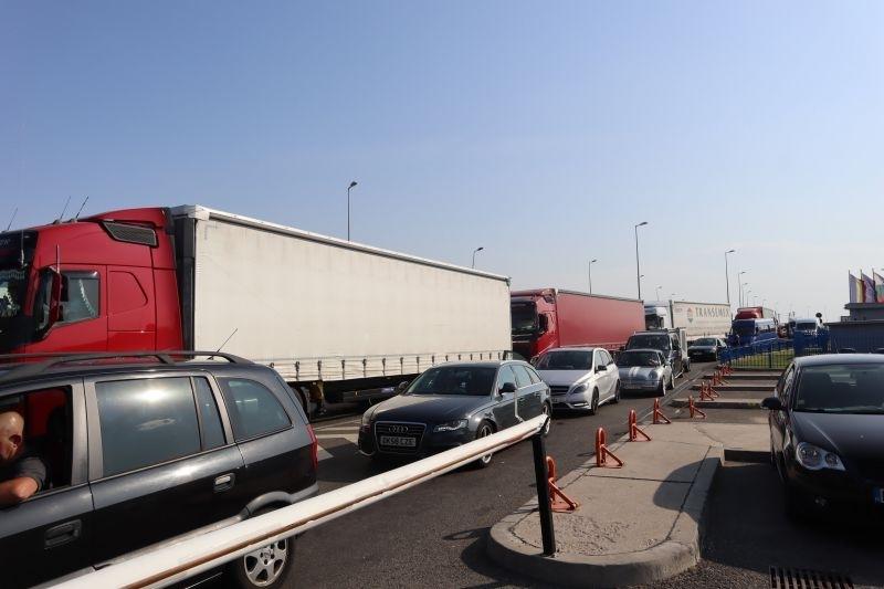 Натоварен е трафикът по главен път Е-79 в посока ГКПП