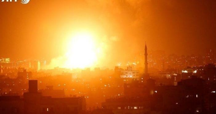 Бойци от палестинското ислямистко движение Хамас изстреляха вчера към 70