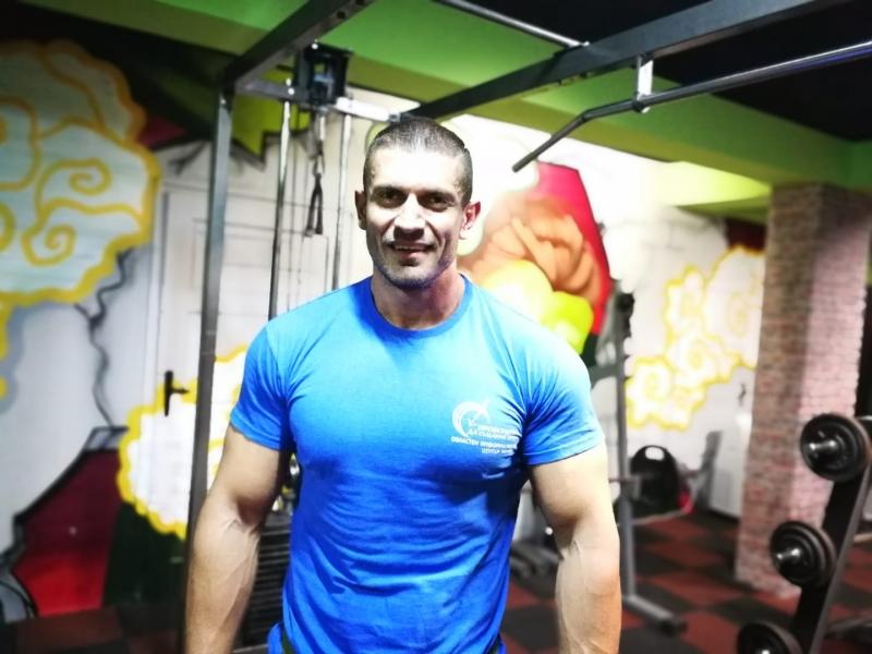 Известен фитнес инструктор от Мездра залови измамник, който се представял