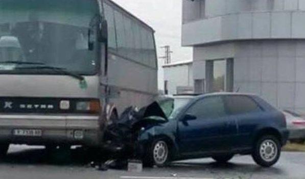 Шофьорка с над 3 промила се заби в автобус във Велико Търново
