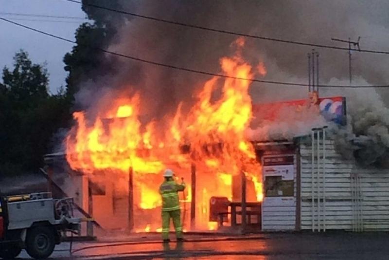 Пожар изпепели магазин в село Павел. Сигнал за случая е