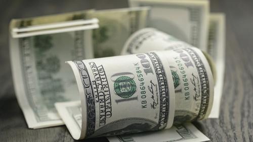 Доларът се понижава в началото на валутната търговия спрямо еврото,