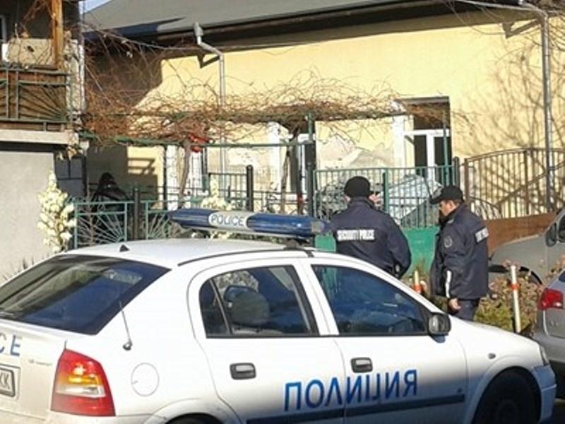 Полицейски служители са хванали крадец, задигнал куп уреди от къща