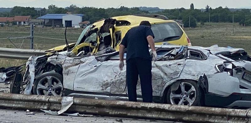 Трима мъже загинаха при тежка катастрофа край Нова Загора