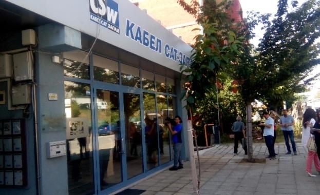 Кабелните оператори излизат на протест пред сградата на Министерския съвет.