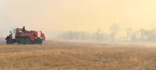 Пожарникарите успяха да спасят от огъня евакуираното село в Хасковско