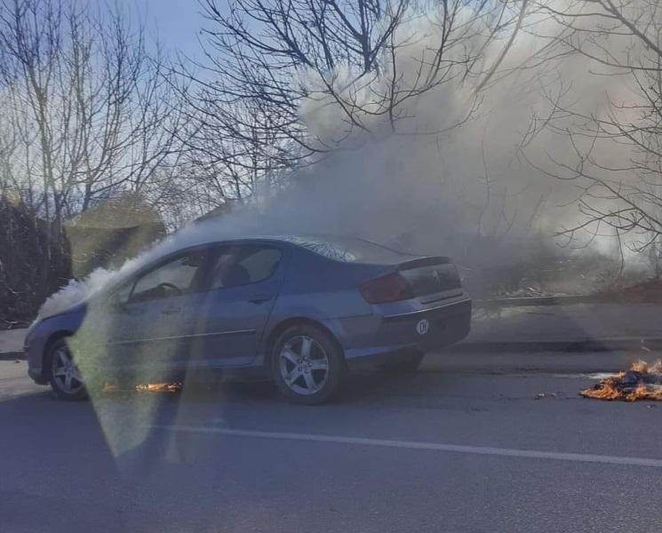 Кола гори на главен булевард във Видин, научи агенция BulNews.