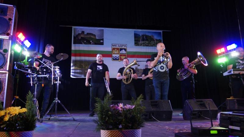 Йордан Йончев – Гъмзата и неговите музиканти създават невероятно настроение