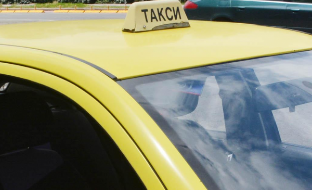"""В курорта """"Слънчев бряг"""" десетки таксиметрови шофьори продават наркотици, докато"""