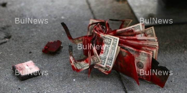 Някой избива Топ банкери по цял свят заедно със семействата им