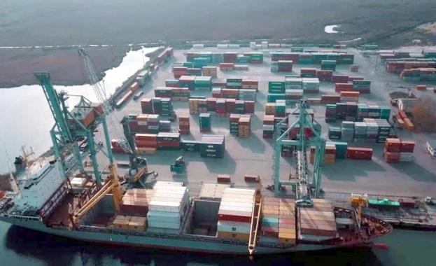 Днес на пристанище Варна Запад ще продължи отварянето на контейнерите