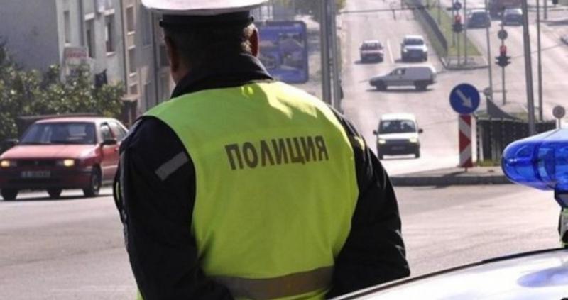 Продължават проверките на полицията в рамките на ежедневния засилен контрол