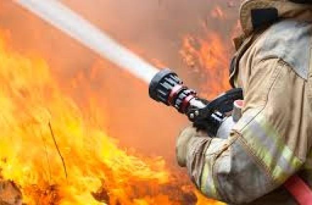 Снимка: Огнена стихия изпепели част от сграда и 30 бали сено в Монтанско