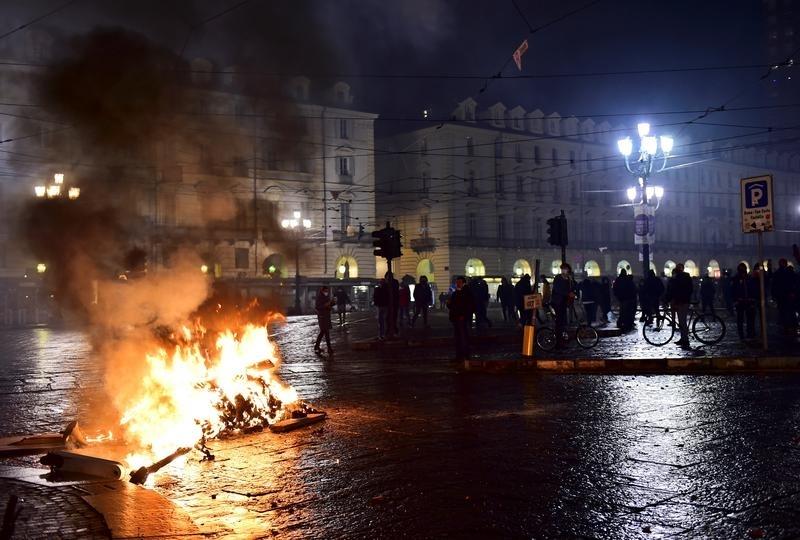 Италианците вчера протестираха срещу новите ограничения, въведени от правителството в