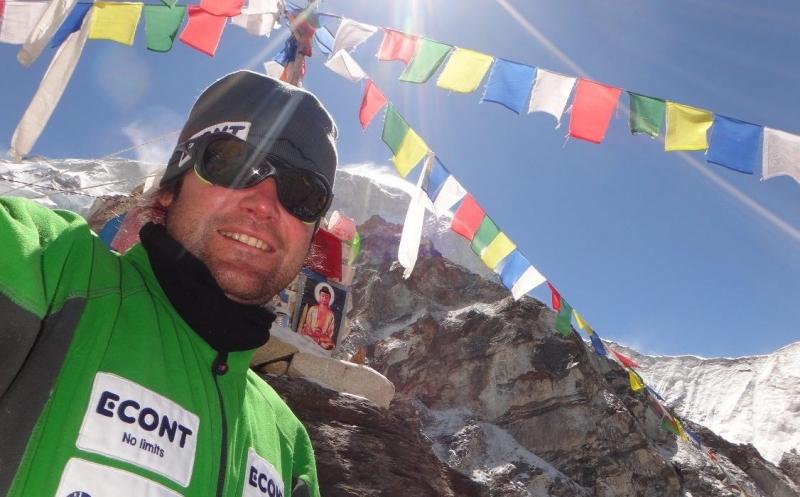 Алпинистът Атанас Скатов изкачи третия по височина връх на планетата.