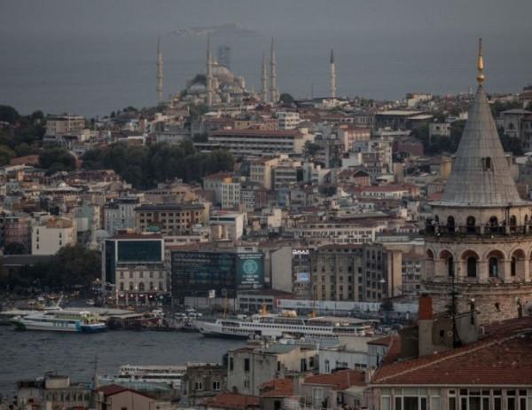 Евтин шопинг и бум на наши туристи в Турция. Колони