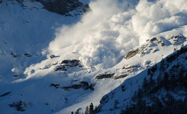 Лавина погреба 4-ма скиори във Френските Алпи