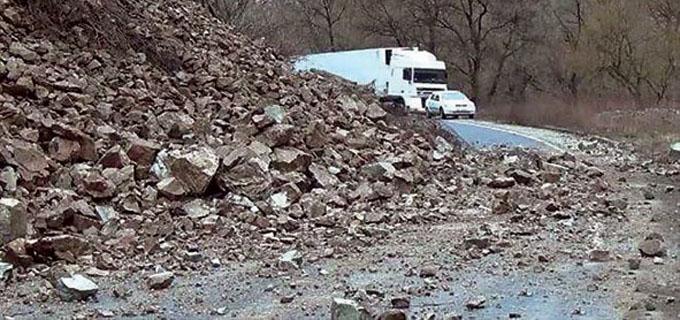 Движението по пътя между Грамада и Синаговци е ограничено за