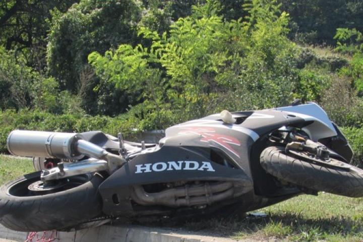 Мотоциклетист без книжка катастрофира на пътя Враца-Оряхово, съобщиха от полицията.