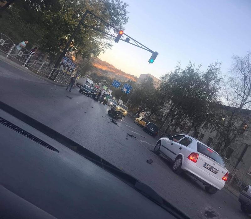Мотоциклетисте пострадал тежко при катастрофа в старата столица, съобщиха от
