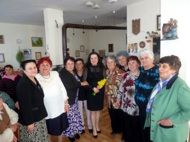 """Кметът на община Борован инж. Десислава Тодорова посети днес """"Клуб"""