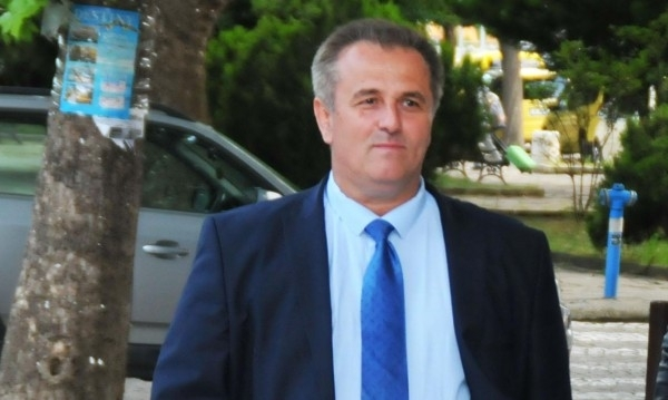 Неизвестни лица потрошиха колата на бившия кмет на Созопол Панайот